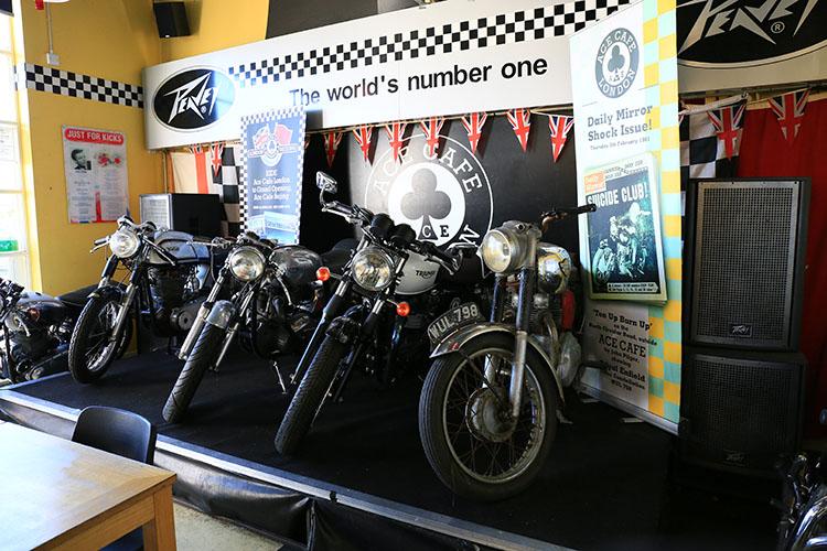 エースカフェ店内に展示されていた往時の人気マシン