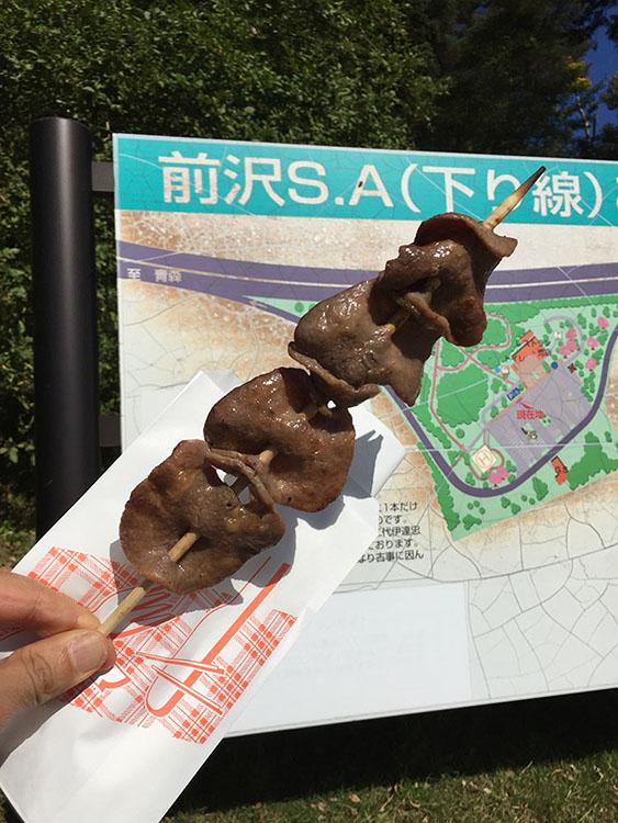 岩手県の前沢といえば前沢牛。前沢SAで売っていた「牛タン串」を昼食代わりに食べる。なかなか贅沢な一串だった