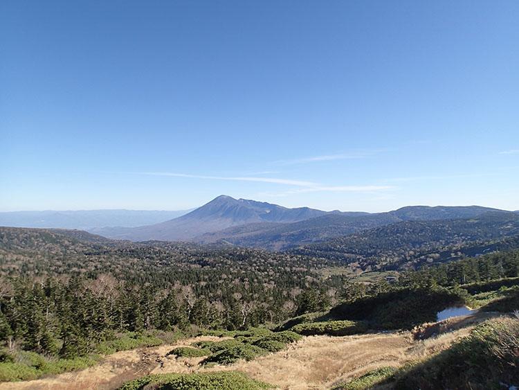 八幡平の見返峠から安比高原方面を望む。言葉に表わせないほどの素晴らしい絶景! これは神様からのご褒美かも…