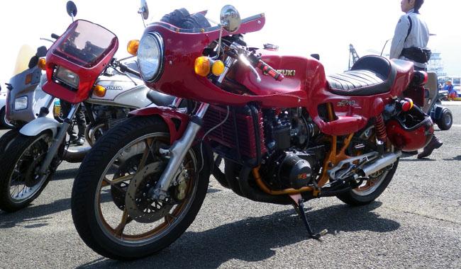 参加バイクの中で特に目を引いたのがコレ。フルカスタムされたGT750。完成度高すぎです。超カッコイイんですけど