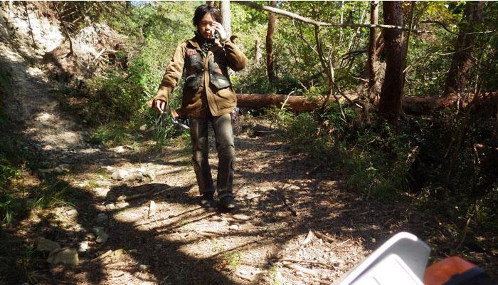 ダメです。通れません。少し先まで徒歩で確認してみたが・・・ヤバイです。準備が足りん。装備も心も。気軽にこの林道へ来たことを少し後悔