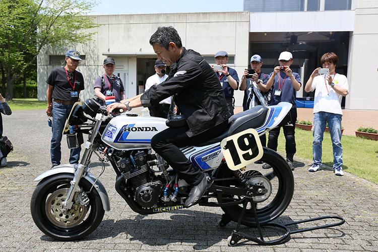 MAスーパーバイクでフレディスペンサーによって優勝したCB750F