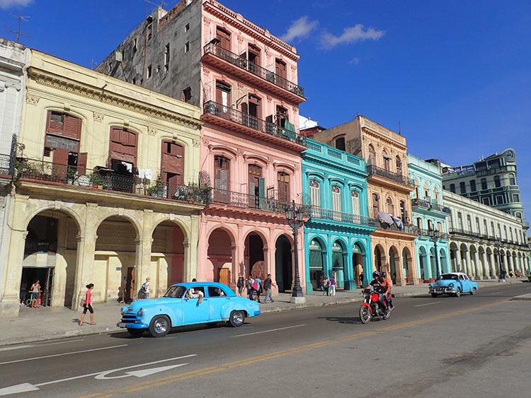 1カラフルで可愛いハバナの街並み