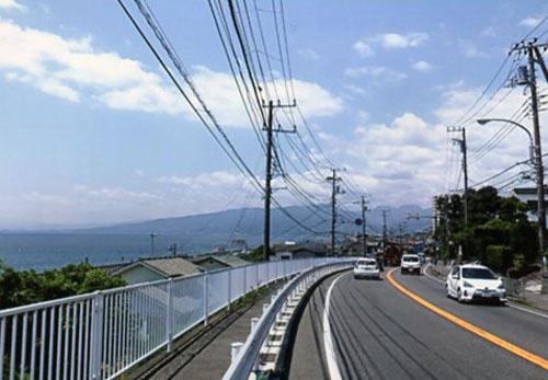 もうじき小田原です。車も少ないし快適な走り。