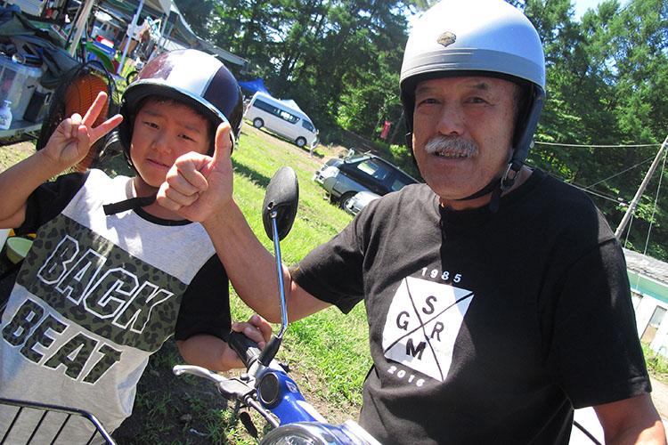 あっ! レジェンド鈴木秀明さん登場! この日は夏休みのお孫さんと軽井沢観光だそうで、午前中のレースを応援してくれてみんな大感動だった