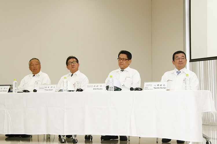 二輪事業本部長の青山真二氏、二輪事業本部二輪DEB統括責任者の鈴木哲夫氏も出席
