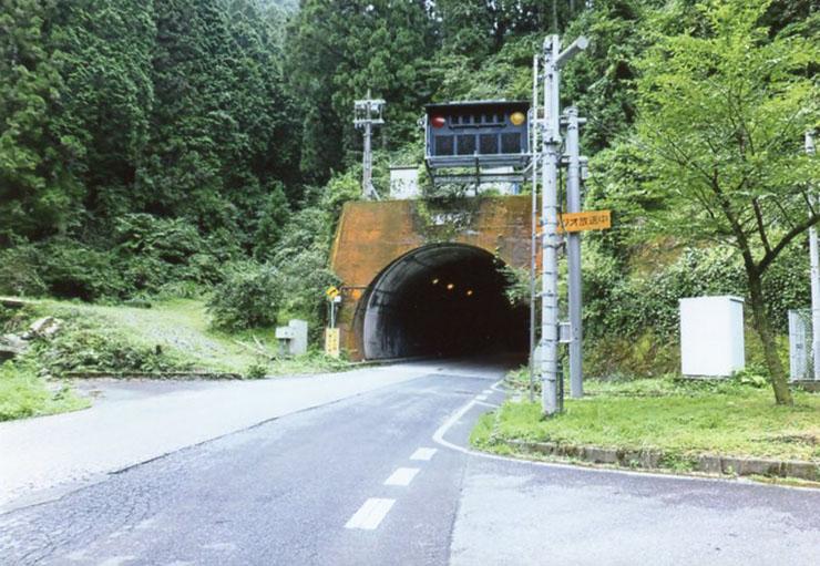 長ーいトンネルが