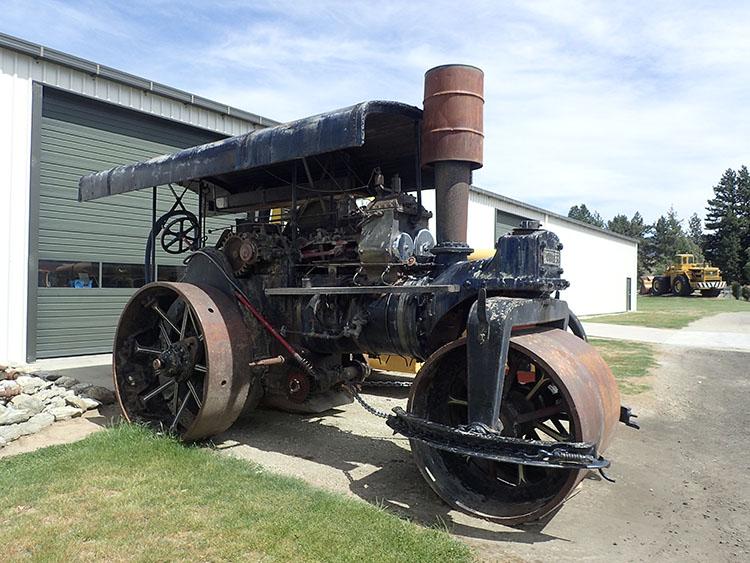 4蒸気機関車なロードローラー