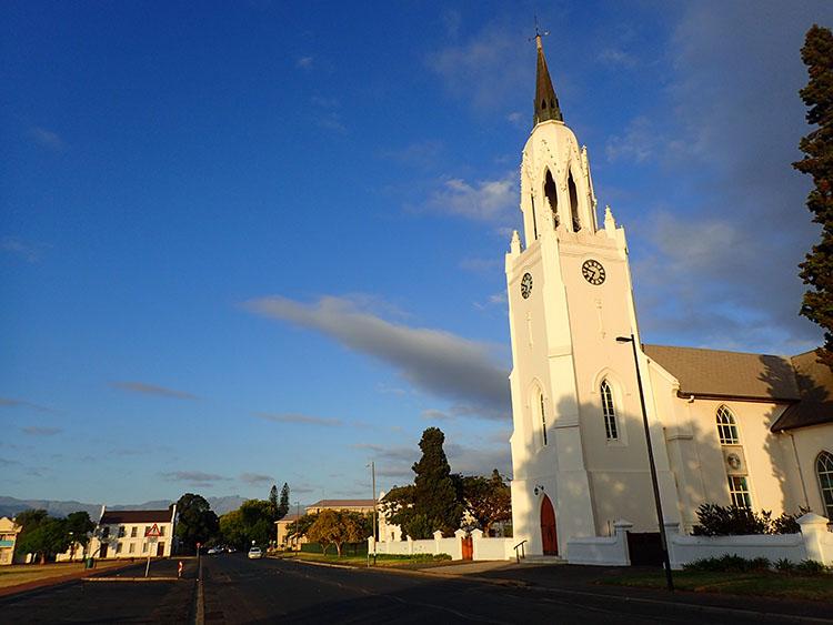 4どんな田舎の町にも教会が立つ