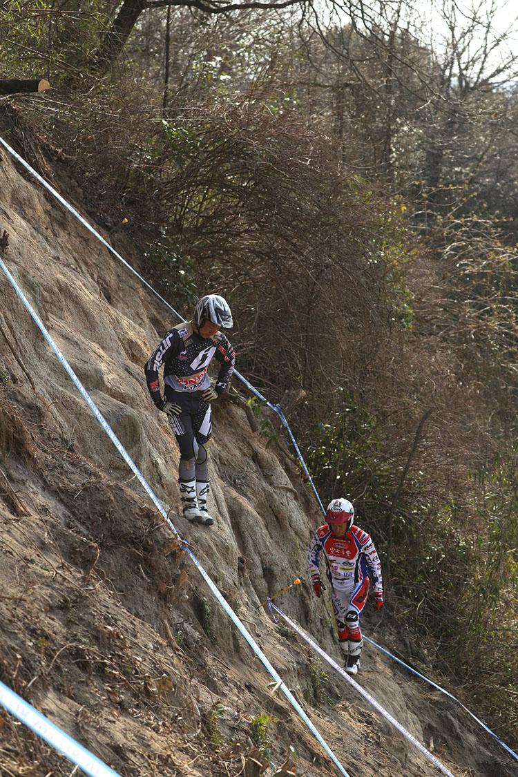 コースの下見。SSはこんな傾斜を上ったり下りたりのコース設定でした