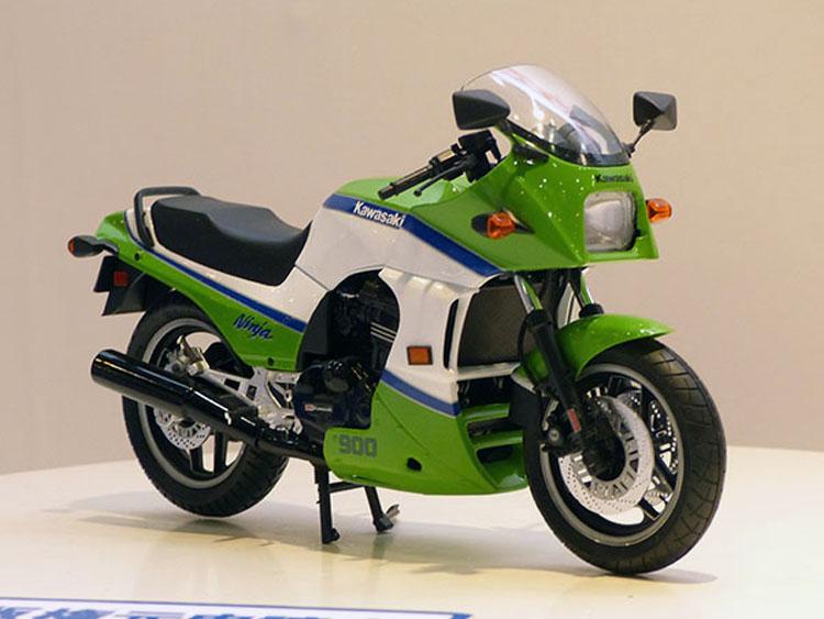 No.43カワサキ GPZ900RニンジャA2型 6月発売予定 2808円(税込)