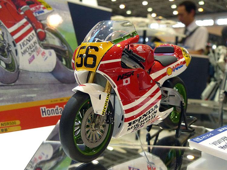 """1/12バイクシリーズ「バリバリ伝説」Honda NSR500""""巨摩郡""""6月3日頃発売予定。4400円(税別)"""