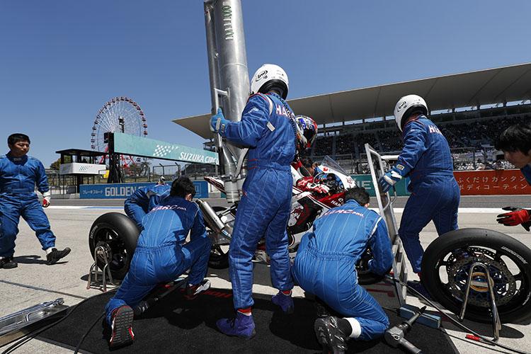 鈴鹿2&4はセミ耐久ということでライダー交代、給油、タイヤ交換もありチーム力も必要なレースだ