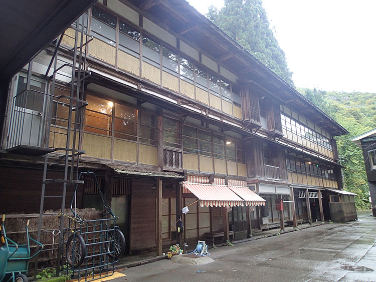 木造の湯治場