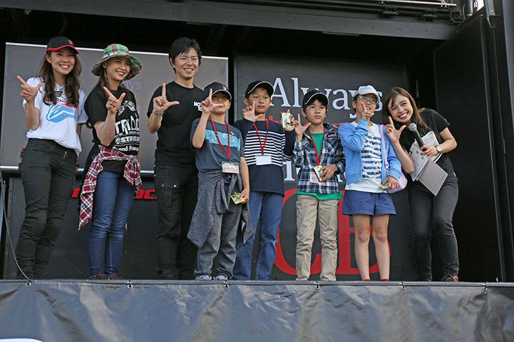 当日、家族で参加した子供達にも楽しんでほしいとの配慮から、子供限定のじゃん拳大会も開催され、大人達からも垂涎の的で賞品をもらっていた