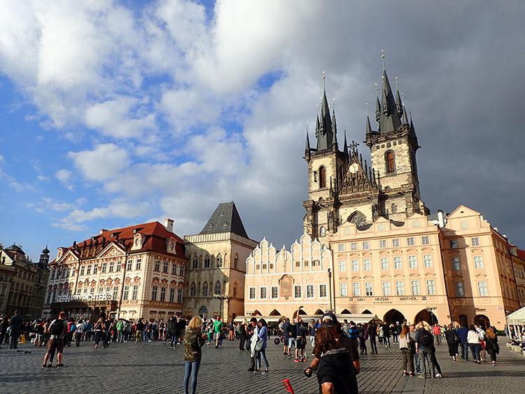 3古都プラハからバイクツアースタートです