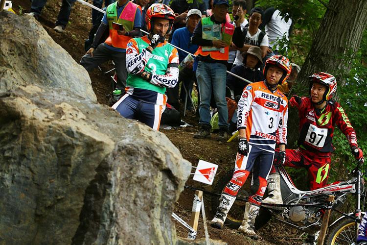 岩盤の中段セクションは垂直な壁に向かう助走が難しく、失敗する選手続出でした
