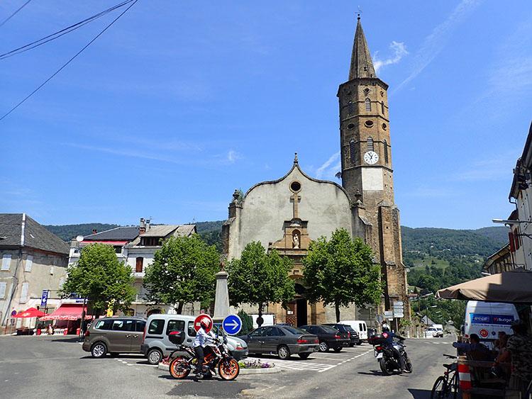 まるで絵本にでてきそうなピレネー山麓の小さな町