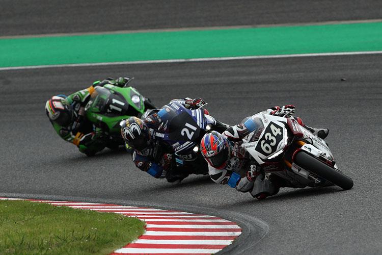 序盤のトップ争いを演じたのは、#634 MuSASHi RT HARC-PRO. Hondaの高橋巧、#21 YAMAHA FACTORY RACING TEAMの中須賀克行、#11 Kawasaki Team GREENのレオン・ハスラムだった