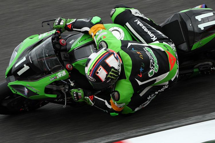 熾烈な2位争いを演じた#5 F.C.C.TSR Hondaと#11 Kawasaki Team GREEN。ちなみに#11のレオンは背中のカタカナネームがお気に入りだそうです