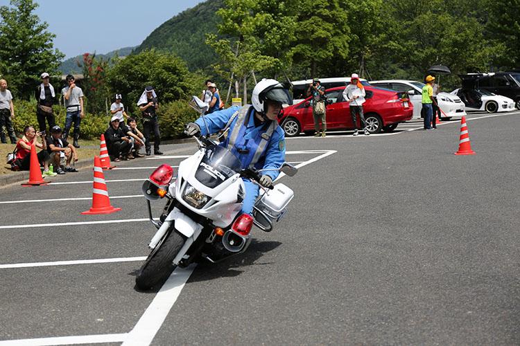 鳥取県警の白バイ隊