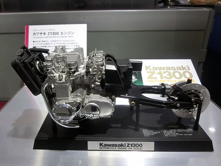 カワサキZ1300エンジン