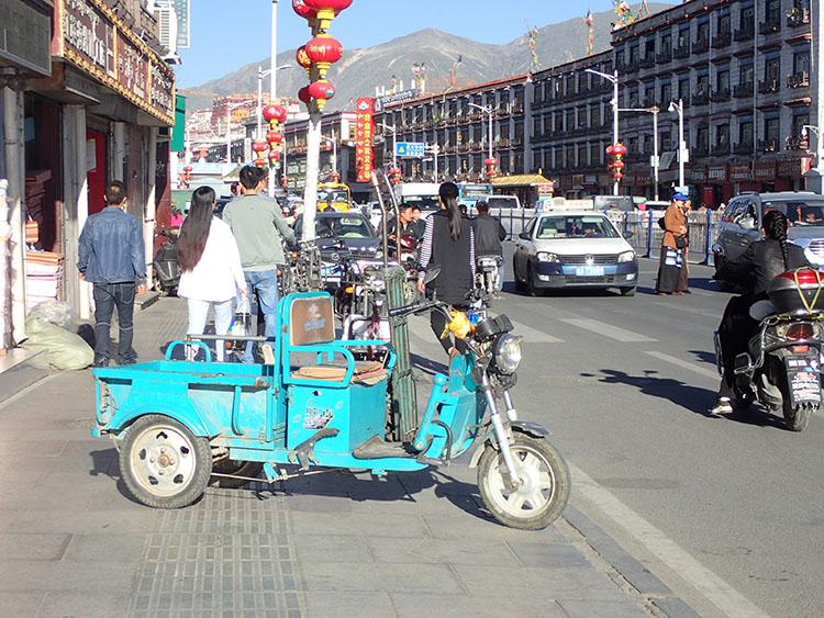 3チベットでは3輪トラックが大活躍