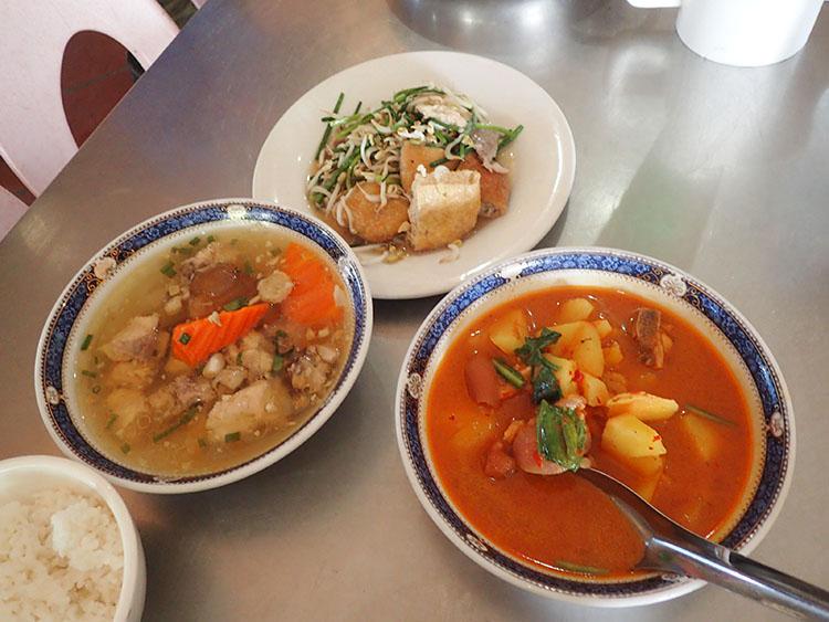 17昼食は素朴なローカル食堂