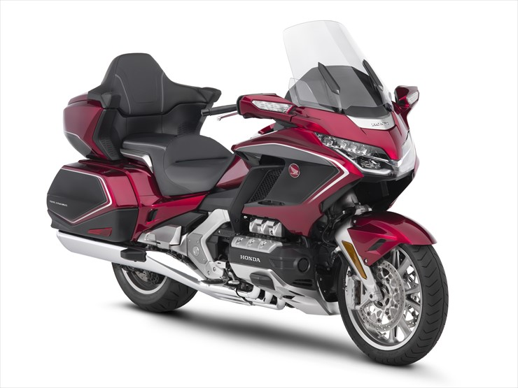 18_GoldWing_Tour_DCT_Airbag_red_black_FR34.jpg
