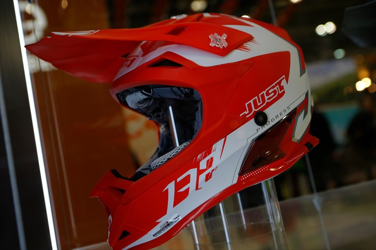 46_44_Helmets_J0A0394.jpg