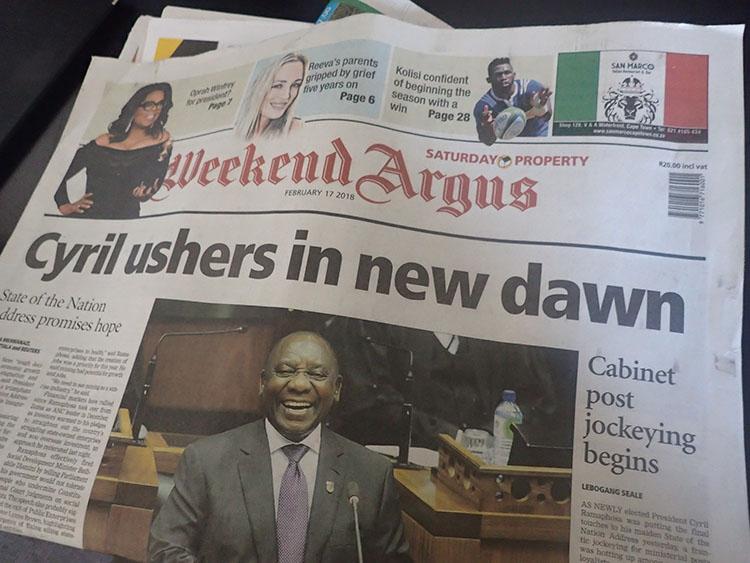 13新大統領誕生を伝える新聞