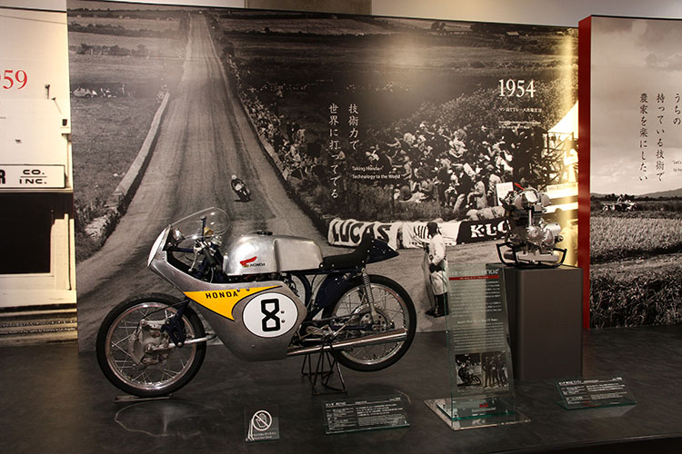 1954年、マン島TTレース出場を宣言。未曾有の経営危機に襲われていたホンダの世界一への挑戦が始まる