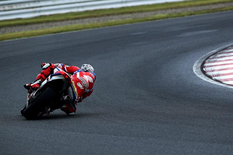 レースも中盤になるとコースはかなり乾いてきていました