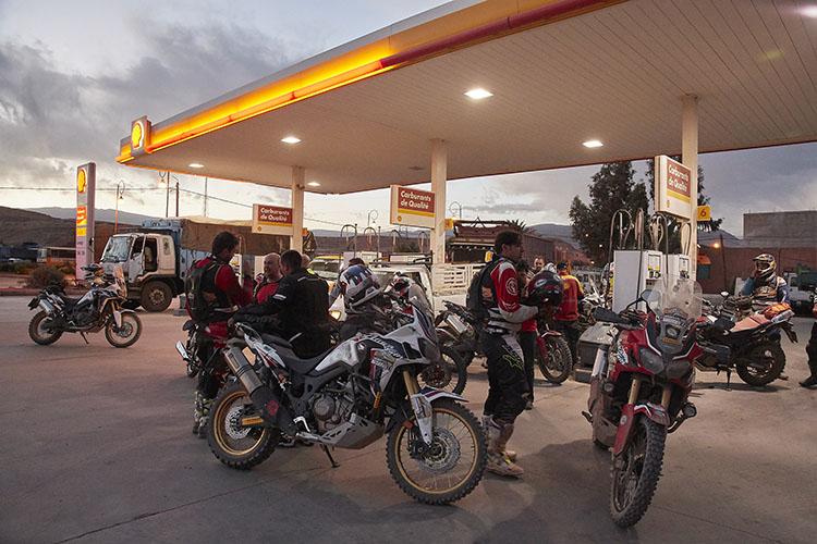 ガソリンは1リットル100円程度と割安な感じ! ざっくりだがCRF1000Lはリッター20キロぐらい走ってくれたので、燃料代の負担感は小さい