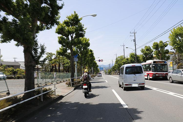 五日市街道を西へ。最初の目的地、あきる野市へと向かう。私はスギヌマさんのナビにお任せして走りを満喫。天気もよくて、春の暖かい日差しと青い空が心地よいのだ