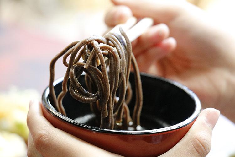 『音威子府そば』は、北海道上川地方北部に位置する音威子府村で生産される最上質の玄そばを使用。食感と風味がしっかりしている