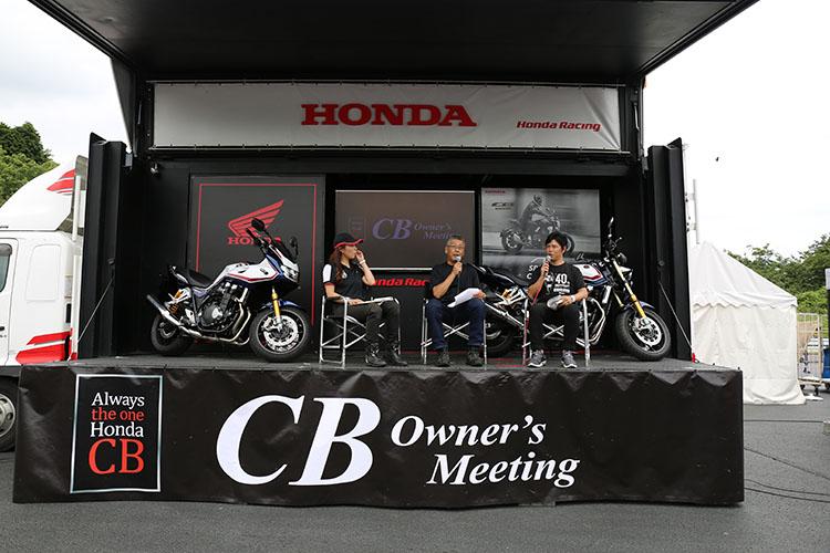 ステージ上では、プレスライダーを経てバイクジャーナリストとして活躍される栗栖氏の楽しいトークショーで盛り上がっていた