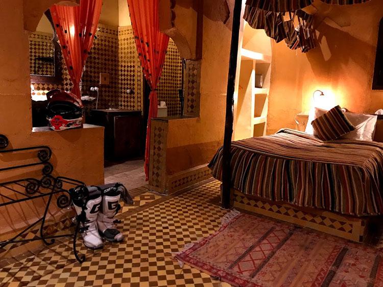 毎日のホテルはこんなかわいらしい部屋だった。モロッコは観光立国である