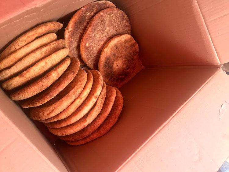 地元の堅いパン。しっかりと味があって旨い