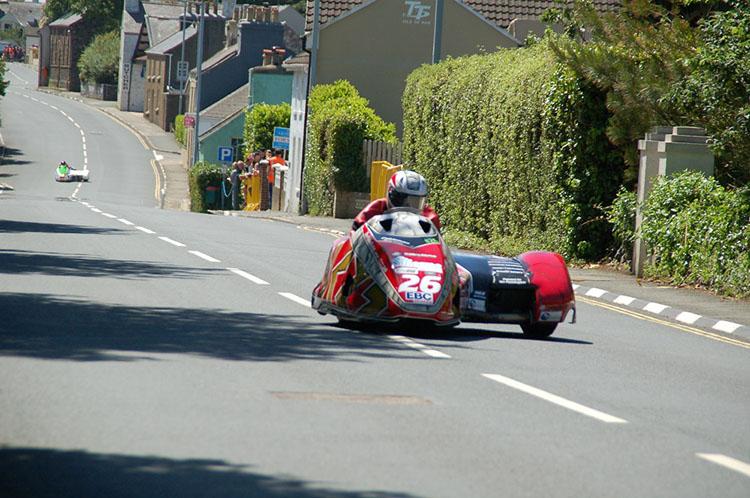 サイドカーのレース