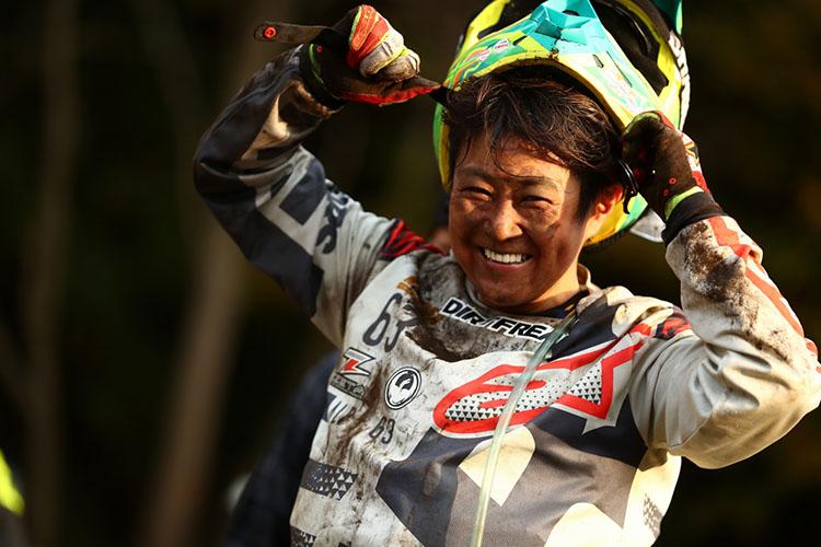 22_22_北海道から参戦のレディスライダーも最高の笑顔!