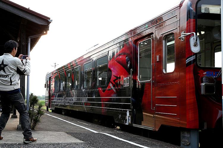 隼ラッピング列車